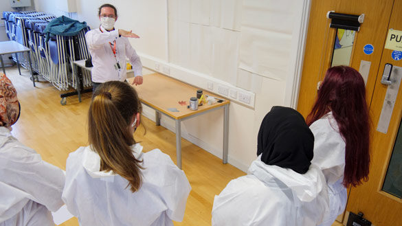 Forensic Science Year 11s Study The Evidence - 93948